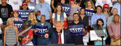 Cánticos racistas en un acto de Trump sacuden EE.UU.