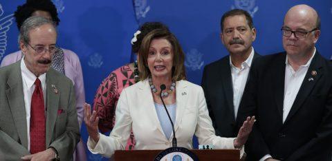 Pelosi dice que no animaría a que El Salvador fuera un tercer país seguro