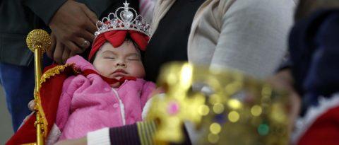 """Perú corona a sus """"reyes mamoncitos"""" en su cruzada por la lactancia materna"""