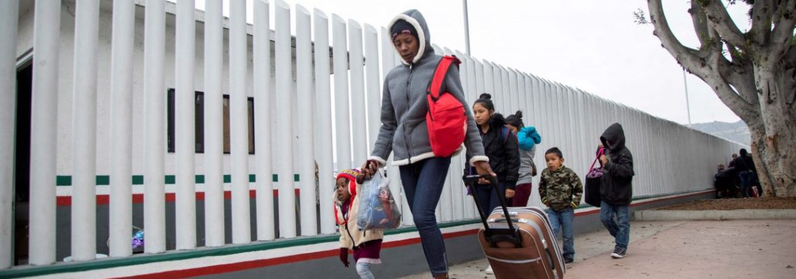 Política de asilo de Trump logra una victoria parcial con fallo de una corte