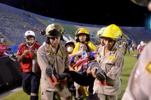 Tres muertos y 12 heridos tras el ataque al autobús de un equipo de fútbol hondureño