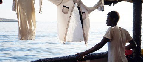 """El """"Open Arms"""" pide entrar en Lampedusa o transferir migrantes a otro barco"""