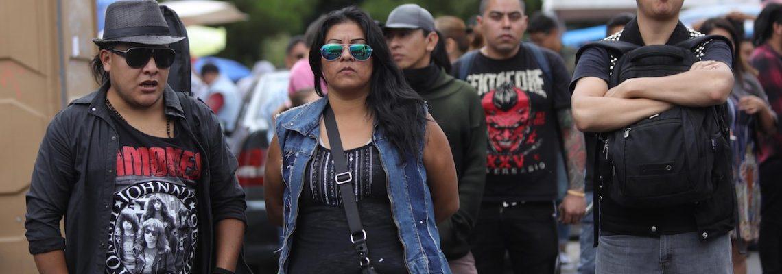 """El tianguis """"El Chopo"""" oasis rockero se mantiene vivo después de 35 años"""