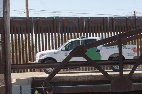 Agentes hallan los cuerpos de tres indocumentados en la frontera