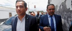 Presidente de Guatemala denuncia una persecución tras absolución a su hermano e hijo