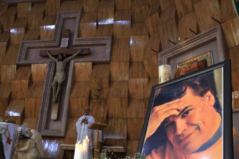 Casa de Juan Gabriel, destino de migrantes en su tercer aniversario luctuoso