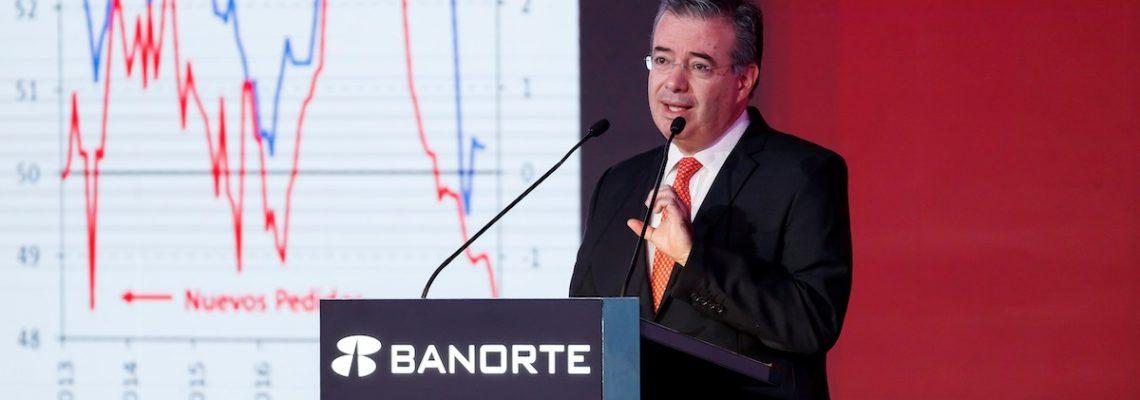 Gobierno mexicano mantiene plan de austeridad y considera una reforma fiscal