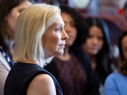 Gillibrand, primera mujer en abandonar la carrera demócrata a la Casa Blanca