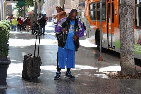 """Estudio advierte medida de """"carga pública"""" aumentará la pobreza en California"""