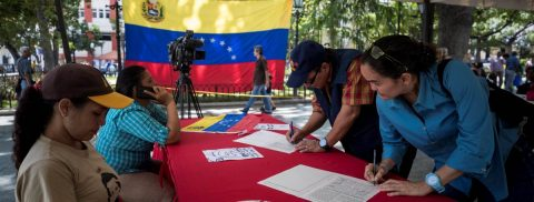"""El chavismo mantiene la campaña """"No Más Trump"""""""