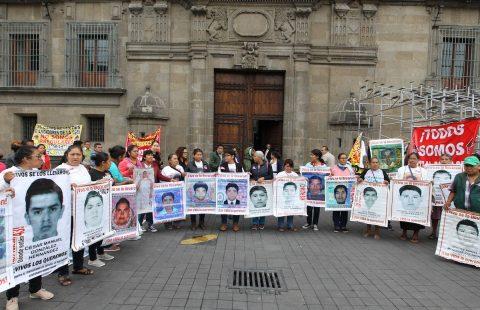 La Fiscalía mexicana perseguirá a exfuncionarios negligentes en el caso Ayotzinapa