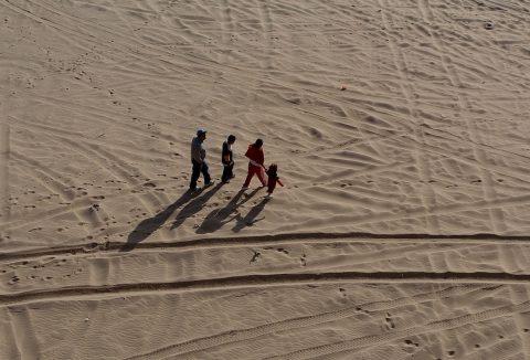 Activista alemana finaliza caminata de más de 1,200 kilómetros en Baja California