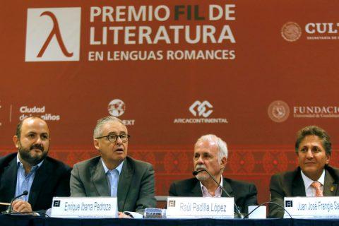 El poeta mexicano David Huerta gana el Premio FIL de Literatura 2019