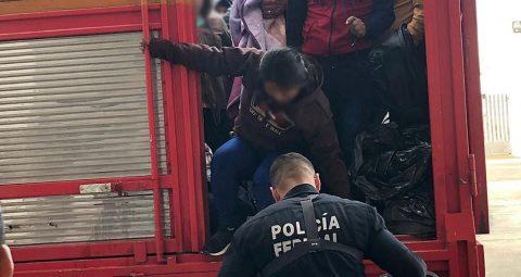 Interceptan a 45 migrantes dentro de un camión en el este de México