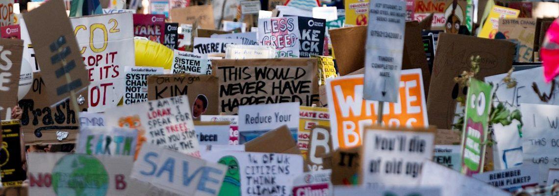 Miles de jóvenes británicos se suman a protestas contra la crisis climática