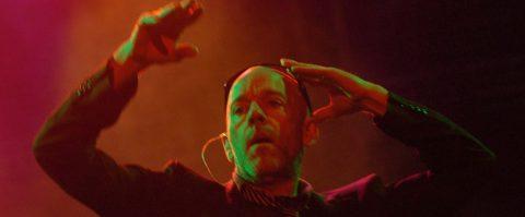 """R.E.M. lanza el tema inédito """"Fascinating"""" para los afectados del huracán Dorian"""