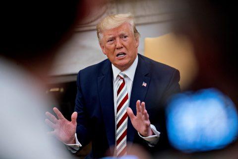 """Trump dice que Bolton se """"pasó de la raya"""" en la política hacia Venezuela"""