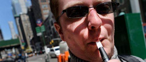 Nueva York aprueba la prohibición de cigarrillos electrónicos de sabores