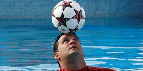 El cubano Lefont entrará en el libro Guinness por récord en dominio de balón en el agua