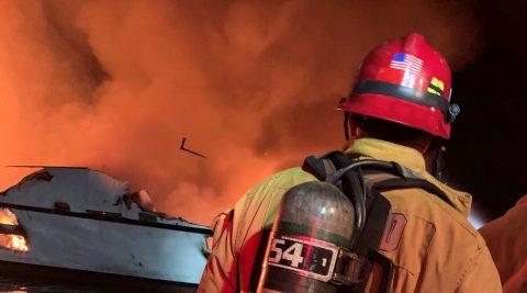 El FBI allana la empresa responsable del barco incendiado en Santa Cruz