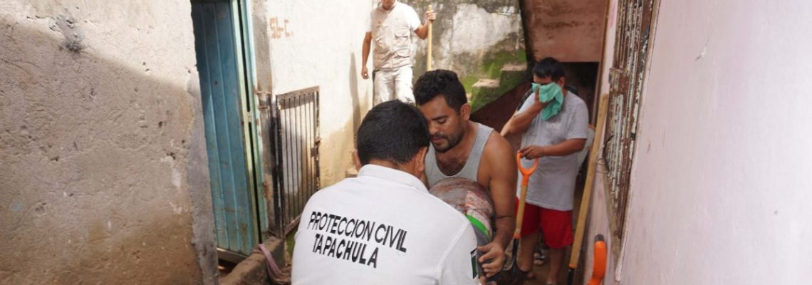 Tormenta tropical Mario se suma al ciclón Lorena en el Pacífico mexicano