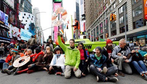 Una protesta ecologista acaba con arrestos y Times Square dos horas bloqueada