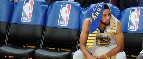 110-121. Booker lidera contra los Warriors, que pierden a Curry