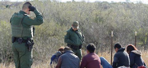 EE.UU. realizará pruebas de ADN a los inmigrantes que crucen la frontera desde México