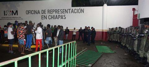 Migrantes y Guardia Nacional chocan en sur de México tras agresión a africano