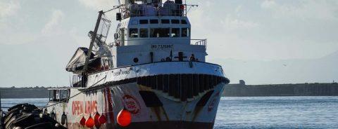 """El """"Open Arms"""" localiza un barco con 40 personas en el Mediterrán Central"""