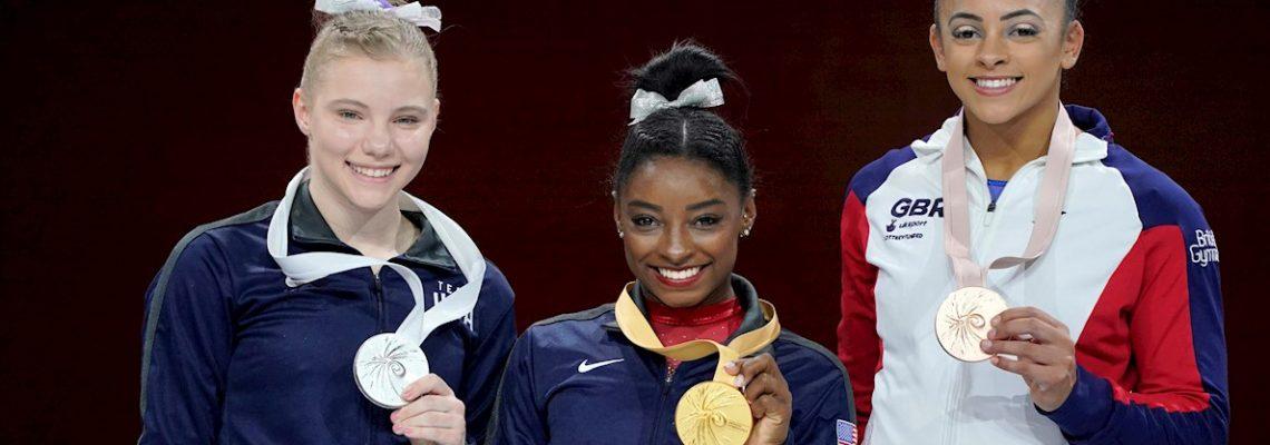 Simone Biles iguala a Scherbo como máxima medallista en la historia de los Mundiales