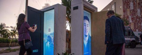 Exposición propone puertas en lugar de paredes para hablar de inmigración