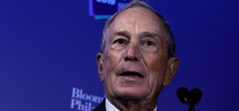 Bloomberg lanza campaña de publicidad de 100 millones en contra de Trump