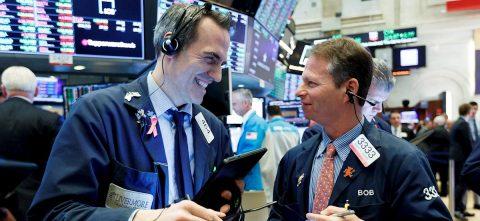 Wall Street cierra con triple récord por el optimismo en materia comercial