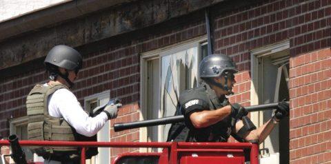 Mujer ocultaba a 26 niños tras falsa pared en guardería ilegal en Colorado