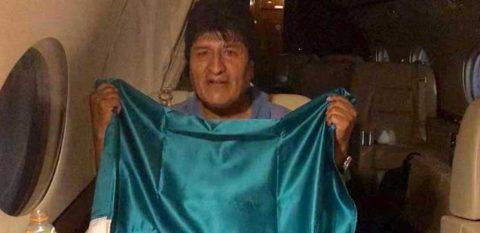 Canciller informa que avión enviado por Evo Morales ya despegó hacia México