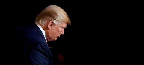 Trump niega estar pendiente de la audiencia, pero demuestra lo contrario