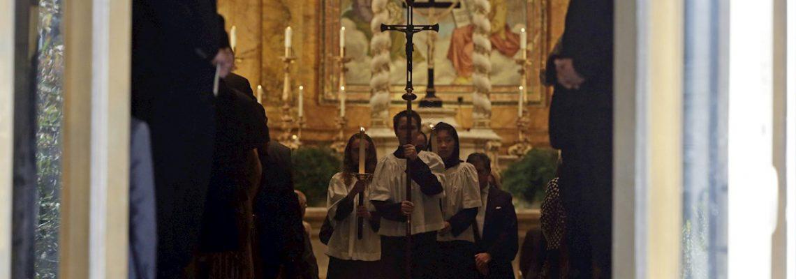 Imputan a líder de iglesia en Nueva York por abuso sexual a un menor
