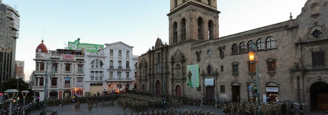 Policías y militares refuerzan operativos de seguridad en Bolivia