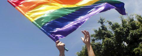 Retiran ayuda a escuelas de Florida por discriminar a alumnos homosexuales