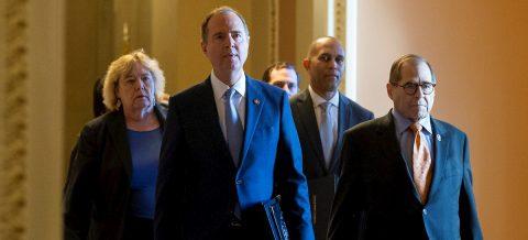 """Los """"fiscales"""" del juicio político a Trump leen los cargos ante el Senado"""