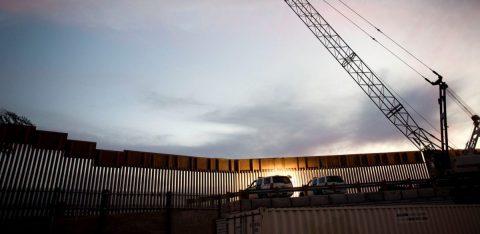 Gobierno de Trump celebra fallo judicial sobre el muro en la frontera
