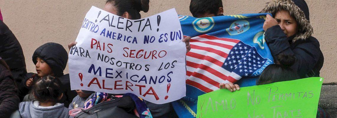 Migrantes mexicanos protestan en frontera con EEUU contra tercer país seguro