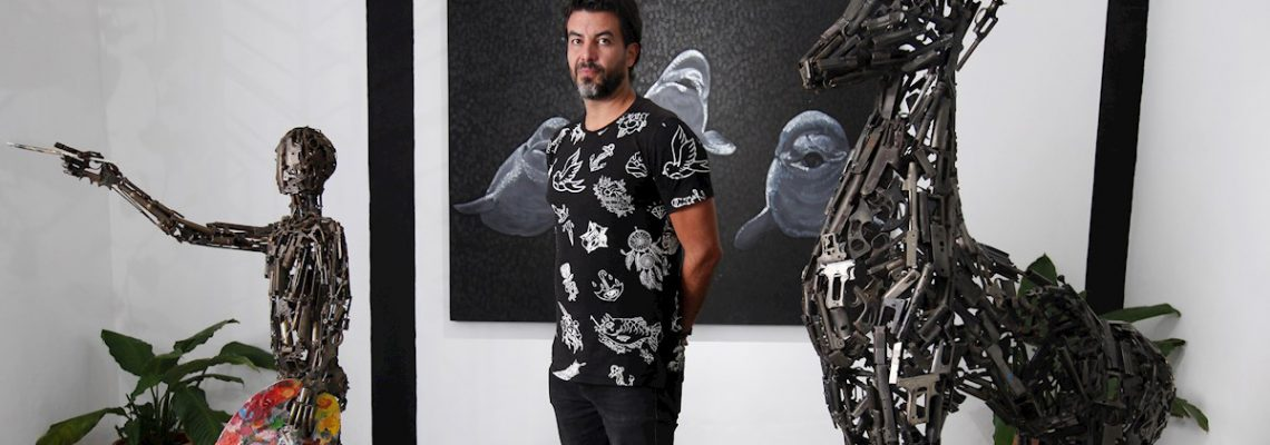 Armas decomisadas en México se convierten en arte