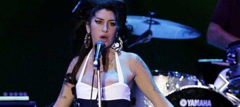 Amy Winehouse, un ícono fugaz al que el Museo de los Grammy rinde homenaje