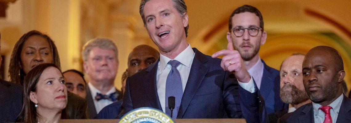 Presupuesto de California da seguro médico a indocumentados de tercera edad