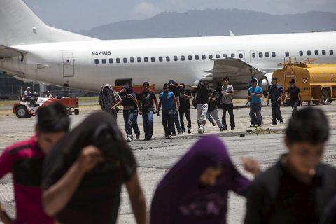 Aterriza en Guatemala el primer vuelo de deportados de 2020 con 127 personas