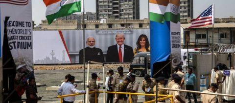 Modi recibe a un Trump cercano ideológicamente pero alejado en lo comercial