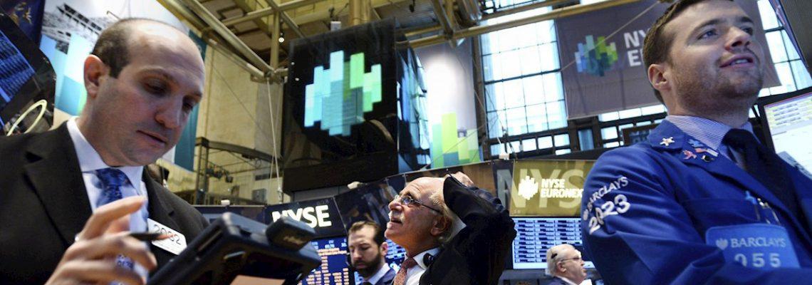 Wall Street cierra en rojo tras nuevo aumento de casos del coronavirus