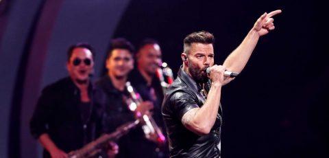 "Ricky Martin provoca al ""monstruo"" en difícil noche inaugural de Viña del Mar"